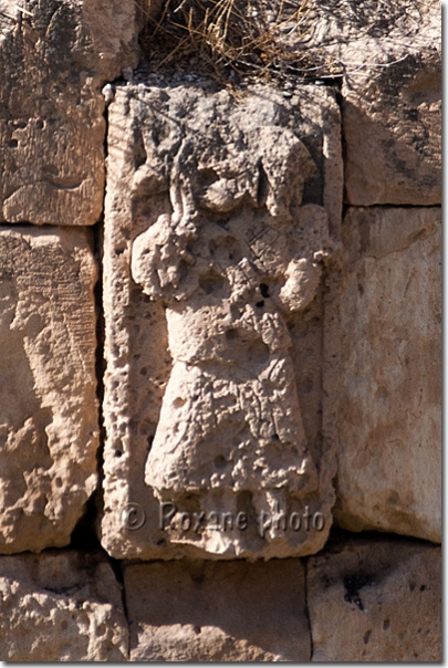 Personnage portant un animal - Figure with an animal - Hasankeyf